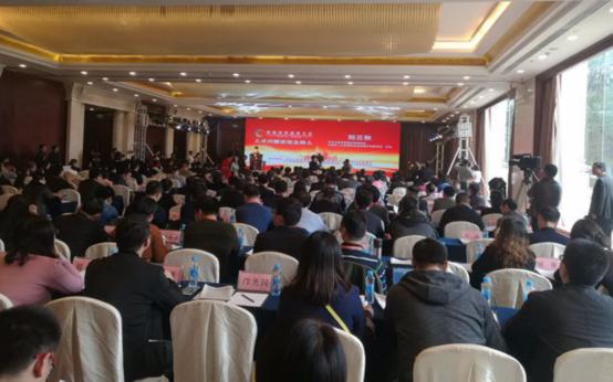 首届世界赣商大会人才兴赣论坛在南昌举行